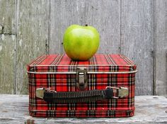 Had one of these when I was a kid.  Love red plaid..... I still have one