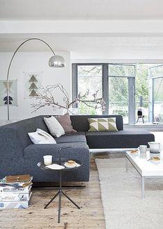 ❤️ Sofa, lampe, plancher de bois