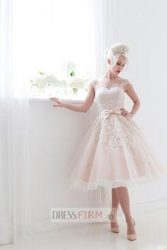 Pretty Bateau A-line Applique Cap Sleeves Tea-length Tulle Elegant Wedding Dress