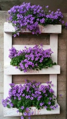 The 20 Best Vertical Garden Ideas and Designs in 2019 … - Diy Garden Projects Plantador Vertical, Jardim Vertical Diy, Vertical Pallet Garden, Vertical Garden Design, Vertical Planter, Garden Pallet, Vertical Gardens, Pallet Gardening, Gardening Shoes