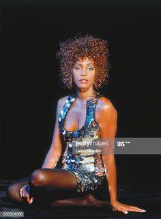Whitney Houston 80s, Whitney Houston Pictures, 70s Singers, American Singers, Glam Photoshoot, Black Girl Aesthetic, African American Women, Celebs, Celebrities