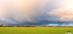 Dreigende wolken boven den Hoorn, Texel / Threatening clouds over den Hoorn, Texel #Texel #wolken #clouds #lucht #landschap #landscape #natuur #denHoorn #justinsinner #fotografie #fotograaf