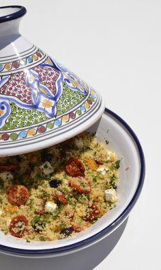 Da un'insalata all'altra, questa volta di cous cous , decisamente più sostanziosa di quelle precedenti. La ricetta è di Laura Ravaioli anno...