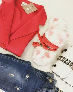 #nuovooutfit #rossopapavero #accessories #arianuova #nuovocolore #simonam #saronno #❤️ Spediamo in tutta Italia!!✉ Per informazioni contattateci qui o su whatsapp al numero 333.1422451.