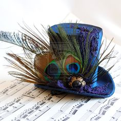 Love those peacock feathers! For more info/available for purchase here : [link] Victorian Mini Top Hat with Peacock Feathers Steampunk Hut, Steampunk Top Hat, Steampunk Fashion, Steampunk Necklace, Steampunk Clothing, Gothic Fashion, Fancy Hats, Cool Hats, Turbans