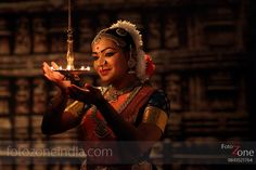 FotoZone - Experienced Bhratanatyam and Classical Dance Photographer, has closely worked with almost all leading Classical Dance Teachers in India. Indian Photography, Dance Photography, Indian Classical Dance, Dance Paintings, Fantasy Portraits, Photography Challenge, Dance Poses, Dance Pictures, Portrait Photographers
