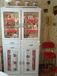 the wall fruit, stool minus steps, Gma Betts had that tulip mixing bowl and yellow wall phone. the wall fruit, stool minus steps, Gma Betts had that tulip mixing bowl and yellow wall phone. Red And White Kitchen, Red Kitchen, Kitchen Items, Country Kitchen, Vintage Kitchen Decor, Vintage Dishes, Vintage Decor, Vintage Kitchen Curtains, Vintage Kitchen Accessories