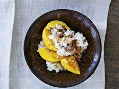 Riisipuuro-ohje: (4–5 annosta) 6 dl vettä 2 dl luomutäysjyväriisiä 4 dl kookosmaitoa 1 dl manteleita 1 tl vuorisuolaa 2 nektariinia tai persikkaa Tarjoiluu