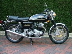 British Motorcycles, Triumph Motorcycles, Cars And Motorcycles, Norton Bike, Norton Motorcycle, Motor Vehicle, Motor Car, Kawasaki Bikes, Norton Commando