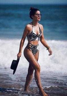 Confira os modelos d – Bikini Girls Bikini Noir, Mode Du Bikini, Bikini Modells, Black Bikini, Bikini Beach, Daily Bikini, Bikini Babes, Bikini 2018, Trendy Swimwear