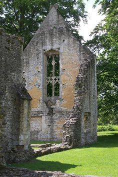 Minster Lovell, Oxfordshire - i loved this ruin! there was an adorable festival going on when I was there