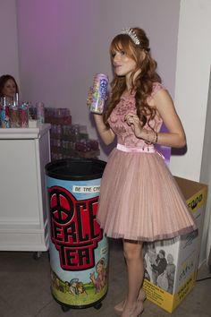 Bella Thorne drinking Peace Image via Wall Bella Thorne, Harajuku, My Love, Tea, People, Vintage, Instagram, Drinking, Wall