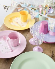pastel table (such cute little spoons!)
