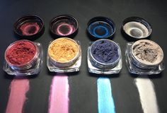3D interference magnetic 'cateye' pigment powder for nails! Available in a set of 4 shades, 8 grams total. Includes magnet bar, magnet pen, trial tools and inst