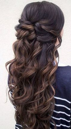 Wedding Hairstyles Half Up Half Down 15 Prettiest Half-up Quinceanera Hairstyles - Quinceanera - Stumped between an elegant up-do and a voluminous down 'do? Here's a simple solution: half-up quinceanera hairstyles! Fancy Hairstyles, Down Hairstyles, Wedding Hairstyles, Hairstyle Ideas, Bridesmaid Hairstyles, Hairstyles 2016, Hairstyle Short, Medium Hairstyles, Hairstyles Haircuts