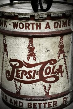Pepsi Cola Worth a Dime but still 5 cents old 5 gallon syrup container, found in North Carolina. Vintage Tin Signs, Vintage Tins, Pepsi Cola, Coke, A Dime, Fun Drinks, Beverages, Good Ol, Vintage Advertisements