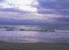 l'estate sta finendo...ma il mare è sempre li x dare emozioni a chi lo sa guardare e leggere nelle sue onde