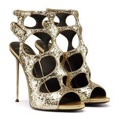 giuseppe-zanotti-lucy-gold-sandals-women-pcdwcd4qvp.jpg (JPEG Image, 1571×1571 pixels) - Scaled (38%)