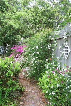 Historic Calhoun House and Gardens