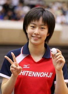 卓球日本代表、石川佳純選手。大きく成長した彼女には個人でのメダル獲得が期待されています。リオデジャネイロオリンピック・リオ五輪2016 Anatomy Practice, Ishikawa, Smile Face, Female Athletes, Olympics, My Favorite Things, Sports, Women, Idol
