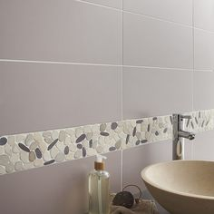 the different tile textures work perfectly in this bathroom the ... - Faience Salle De Bain Gris
