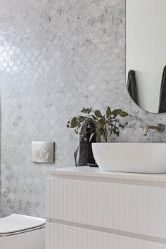 Toilet Tiles, Marble Tile Bathroom, Toilet Wall, Wall Tile, Bathroom Color Schemes, Bathroom Trends, Bathroom Interior, Modern Bathroom, Fish Scale Tile