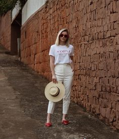 suit pants, t-shirt, red flats. Red Flats Outfit, Simple Ootd, Foto E Video, Straw Bag, Girly, Fashion Looks, Street Style, Style Inspiration, My Style