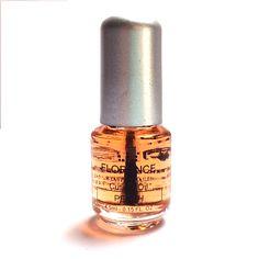 Een verzorgende nagelriemolie met perzikgeur.