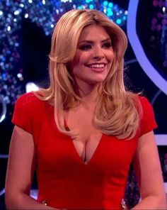 Holly Willoughby Sexy Older Women, Sexy Women, Holly Willoughby Legs, Kirsty Gallacher, Marina Laswick, Office Skirt, Tv Presenters, Lady Diana, Mini Skirts