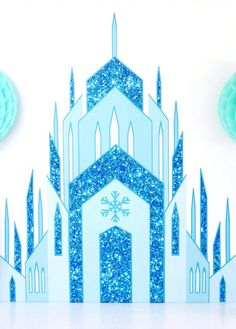 DIY Frozen Inspired Birthday Party Backdrop – Bird's Party DIY Frozen Inspired Birthday Party Backdrop DIY Frozen inspired birthday party backdrop, perfect for desserts table decorations, a photo booth or even as bedroom decor! Frozen Birthday Party, Birthday Diy, Princess Birthday, Girl Birthday, Birthday Table, Frozen Backdrop, Diy Backdrop, Frozen Party Decorations, Birthday Party Decorations
