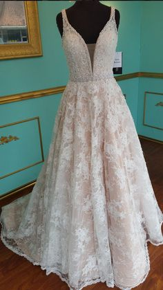 V Neckline Lace Wedding Dress Prom Dress Party Gown Formal Wear pst1544