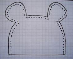 Julie m'a demandé de faire un petit tuto pour le bonnet souris que j'ai fait à mes Minettes et leur cousine. Voici donc comment je m'y suis prise. Matériel : - 30 cm de jersey de coton - 30 cm de doudoune si vous voulez doubler le bonnet avec de la doudoune... Baby Sewing Projects, Sewing For Kids, Sewing Hacks, Sewing Tutorials, Sewing Crafts, Diy Crafts, Baby Born Clothes, Baby Clothes Shops, Baby Clothes Patterns