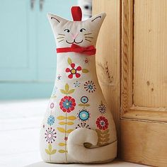 Door Stop peso de porta estiloso. Fabric Toys, Fabric Crafts, Sewing Crafts, Sewing Projects, Cat Crafts, Kids Crafts, Cat Quilt, Cat Doll, Creation Couture