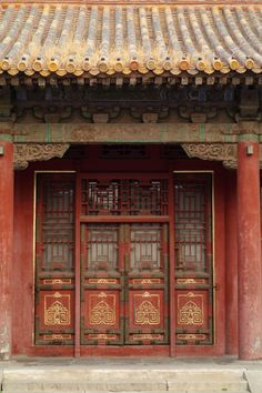 Entrance of a Chinese house in Forbidden City, Beijing, China Chinese Door, Chinese Garden, Chinese Art, Ancient Chinese Architecture, China Architecture, Turandot Opera, Japan Kultur, Ancient China, China Travel