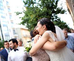 ¡Cuánta gente! ¿Habrán venido todos? Por supuesto, estaban impacientes por veros cumplir vuestro sueño. Wedding Dresses, Fashion, Bridal Gowns, Bride Dresses, Moda, Fashion Styles, Weeding Dresses, Wedding Dressses, Bridal Dresses