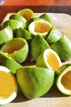 4 delicious ways to us feijoa skins: Pickled feijoa skins, feijoa fizz, feijoa cordial and feijoa skin muffins - thisNZlife Pickled Watermelon Rind, Watermelon Pickles, Fruit Recipes, Veggie Recipes, Guava Recipes, Curry Recipes, Salted Caramel Fudge, Salted Caramels, Pistachio Muffins