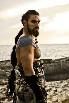 Khal Drogo (Jason Momoa).