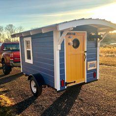 Tiny Trailers, Tiny House Trailer, Tiny House Plans, Tiny House On Wheels, Small Tiny House, Diy Camper Trailer, Tiny Camper, Tiny Houses For Sale, Little Houses