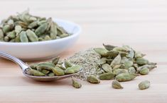 Cardamom is an natural herb known for its distinct aroma and variety of health benefits. Cardamom is a Very Nutritious Cardam Biryani, Cardamom Benefits, Natural Food, Restaurant Indien, Cardamom Essential Oil, Essential Oils, Bitters Recipe, Troubles Digestifs, Ayurvedic Herbs