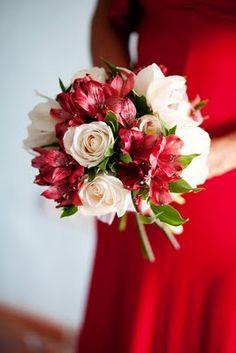 Pretty red wedding flowers