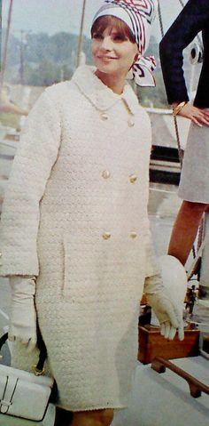 Ehi, ho trovato questa fantastica inserzione di Etsy su https://www.etsy.com/it/listing/178938169/vintage-crocheted-womens-coat-pattern