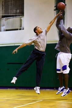 President Barack Obama plays basketball with personal aide Reggie Love at St. Bartholomews Church in New York, N., where the President was attending the United Nations General Assembly, Sept. 2009 (Official White House photo by Pete Souza) Basketball Tumblr, Pickup Basketball, Basketball Court, College Basketball, Rockets Basketball, Basketball Shoes, First Black President, Mr President, Black Presidents