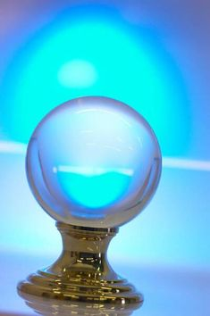 la voyance en direct avec la boule de cristal : un moyen complexe de faire appel à son intuition pour découvrir l'avenir.
