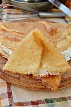 Dupa parerea mea este cea mai buna Reteta de Clatite incercata de mine pana acum. Clatitele le puteti umple cu marmelada, dulceata, gem, branza, sau sa le pudrati cu zahar praf, dar va las sa hotarati cu ce le veti umple. Aceste Clatite fragede le puteti folosi si la realizarea unor deserturi rapide ce u Romanian Desserts, Romanian Food, Cookie Recipes, Dessert Recipes, Crepes And Waffles, Food Chemistry, Homemade Sweets, No Cook Desserts, International Recipes
