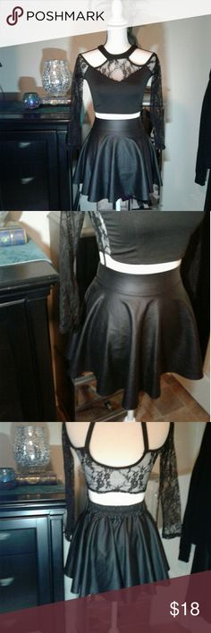 """Faux leather skater skirt Women's like new black faux leather skater skirt size Small. Elastic back waist. Measurements waist 12"""" length 14"""". Thanks for looking Bundle to save!! Skirts Circle & Skater"""