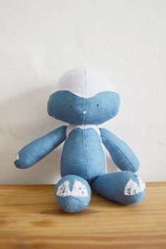 Denim Lamb. Floppie doll || by Vir Lief Sewing For Kids, Sewing Clothes, Diy Tutorial, Little Ones, Smurfs, Lamb, Dolls, Denim, Character