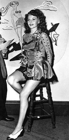 Rita Hayworth, 26 years old Hollywood Icons, Hollywood Star, Vintage Hollywood, Classic Hollywood, Rita Hayworth, Classic Actresses, Beautiful Actresses, Female Actresses, Margarita