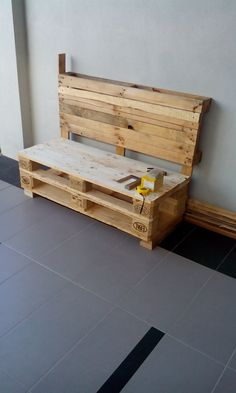 Easy and simple to make...using only a jigsaw,a n hand-drill and two repurposed wooden pallets. #Bench, #Pallets, #Upcycled