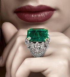 ‏Enchanting emerald and diamond ring by David Webb,