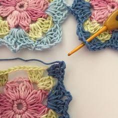 Little wilde flower square – english pattern Crochet Flower Squares, Crochet Blocks, Granny Square Crochet Pattern, Crochet Stitches Patterns, Crochet Chart, Crochet Motif, Crochet Designs, Crochet Doilies, Crochet Flowers
